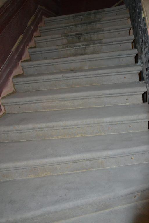 suppression de colle moquette sur ciment