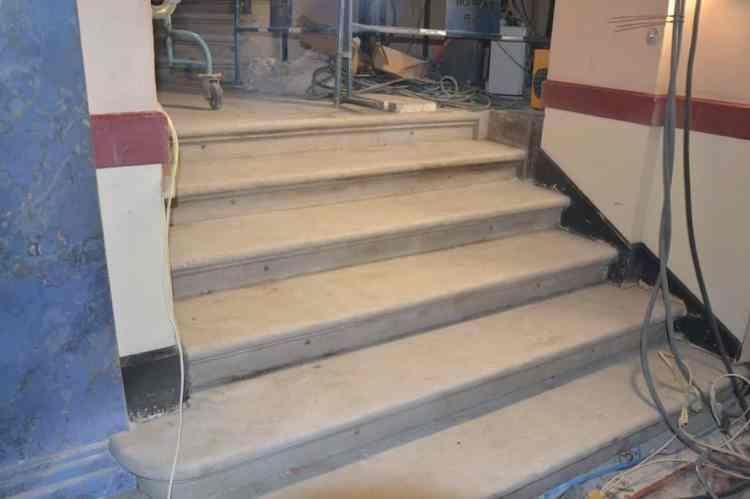 le grand escalier est décapé
