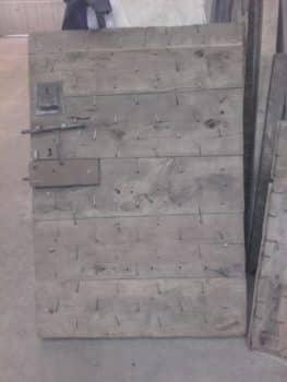 dos de la porte cloutée avant aérodécapage