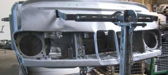 Calandre BMW 2002 décapée par aérogommage