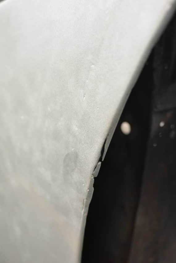 déchirure tole aluminium aston martin DB5