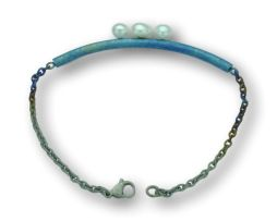 Blue titanium bar bracelet with chain and 3 pearls - Nautilus Collection by Decimononic