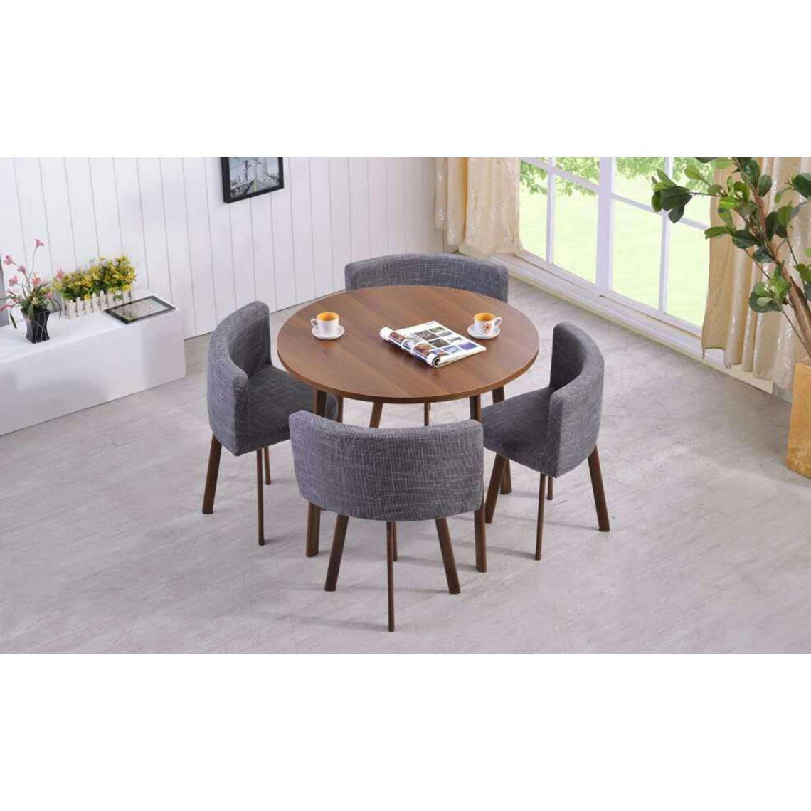 table ronde marron et chaises en tissu gris roissy