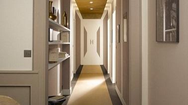 un trompe l oeil peint sur le mur au fond du couloir il fallait