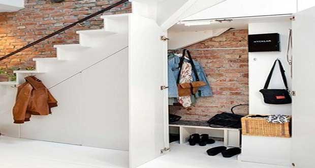 un rangement sous escalier l art d exploiter tous les espaces l