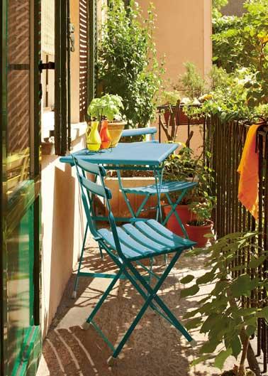 Dco Balcon Provenal Avec Table Et Chaises De Jardin Rtro
