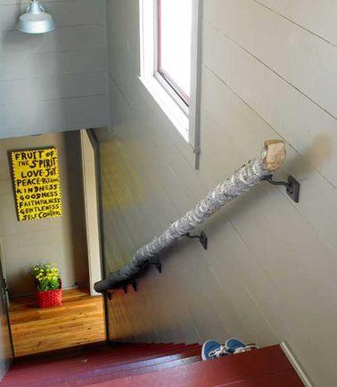Une Rampe Descalier Originale Avec Un Tronc Darbre