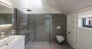 peinture couleur et carrelage salle de bain