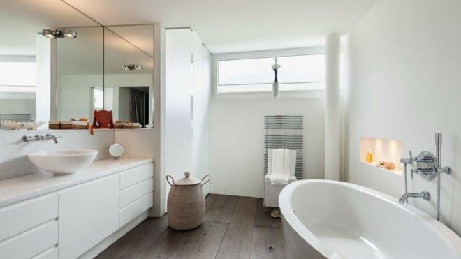 salles de bain avec baignoire ou douche