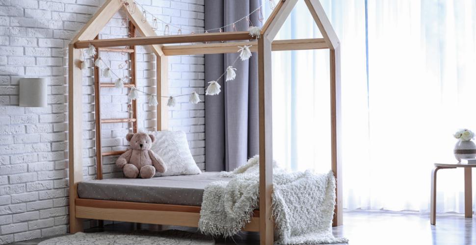 un lit cabane pour les enfants