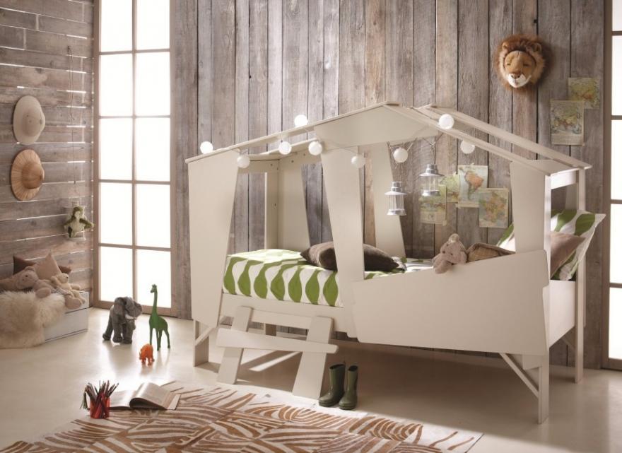 un lit cabane pour la chambre des