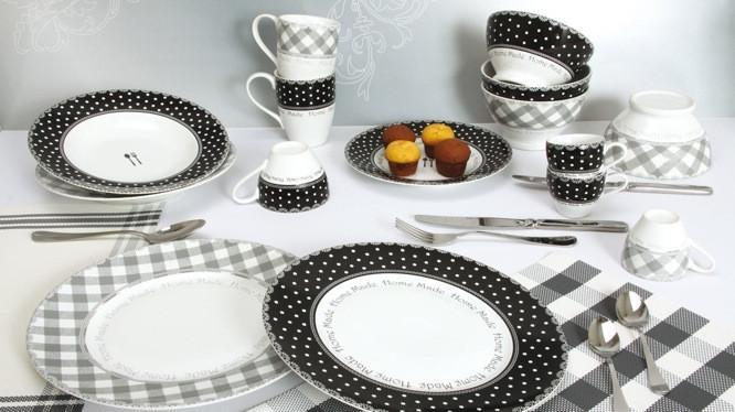 le noir et blanc a la fete sur la table
