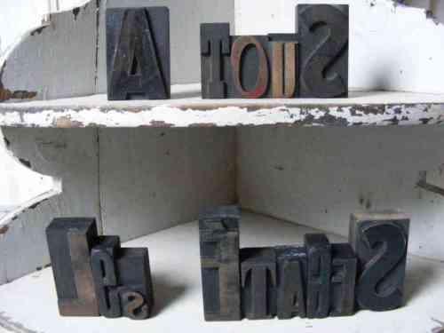 A tous les etages lettres imprimerie Galets gris