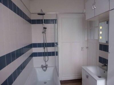 Salle de bain Lille lignes-blanc-bleu