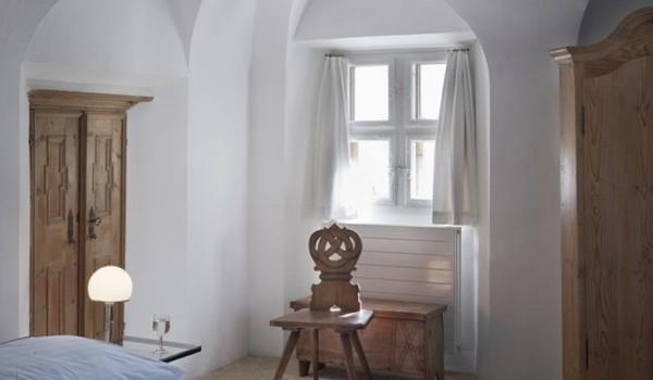 Remodelista Folk chairs-St Moritz