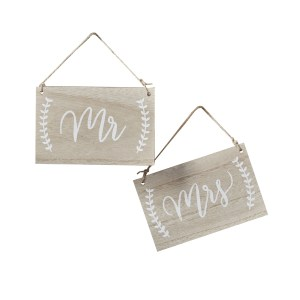 BH  Mr And Mrs Signs Chairs Cutout scaled