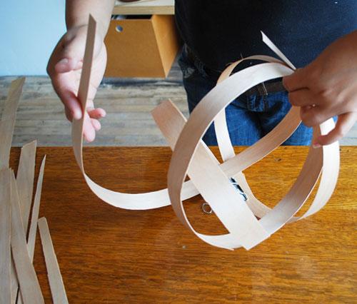 { DIY } Une suspension design en bois | www.decocrush.fr