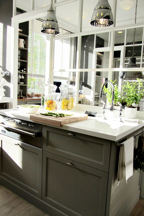 Verrière : une idée déco très chic pour aménager sa cuisine   www.decocrush.fr