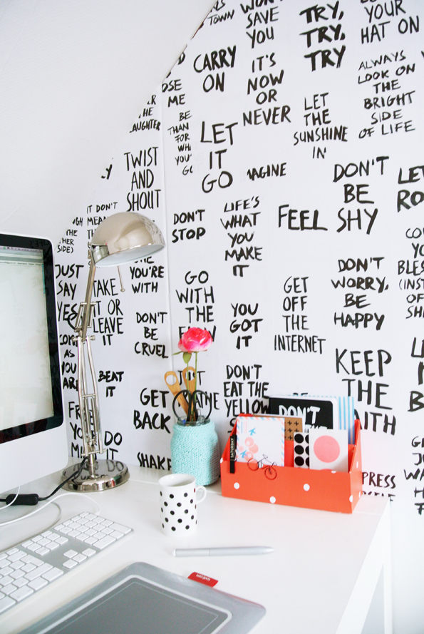 DIY | Des paroles de chansons pour les murs de son bureau | www.decocrush.fr