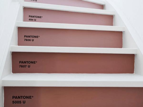 DIY : Un escalier en dégradé de Marsala, couleur de l'année 2015
