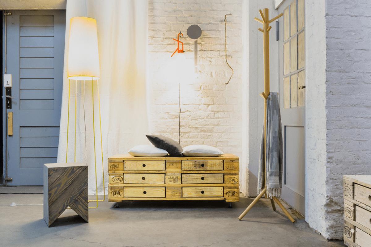 diy une commode cofriendly en palettes en bois recycl es decocrush. Black Bedroom Furniture Sets. Home Design Ideas