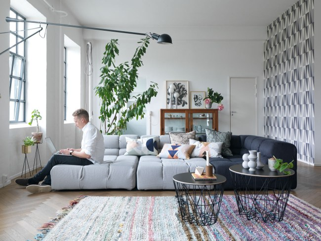 Visite déco | Le loft coloré de Trine Andersen, créatrice de Ferm Living | www.decocrush.fr - @decocrush