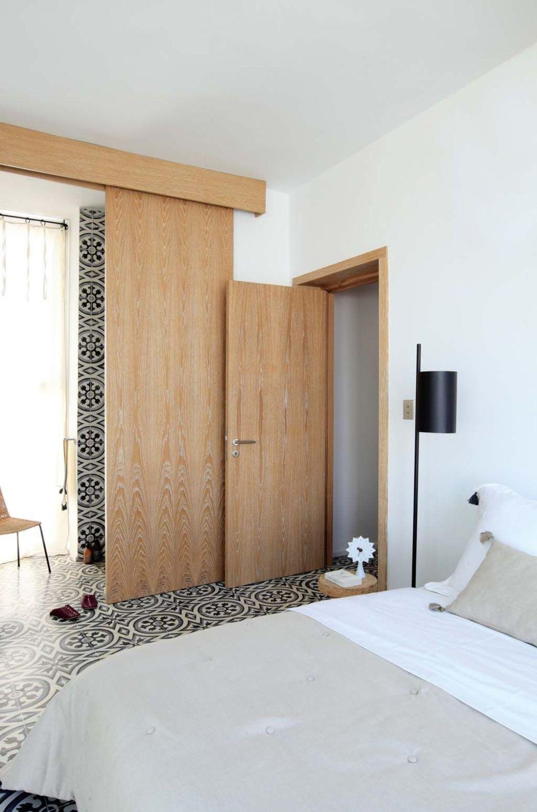 Visite déco | Rénovation : place aux carreaux de ciment dans la chambre | @decocrush - www.decocrush.fr