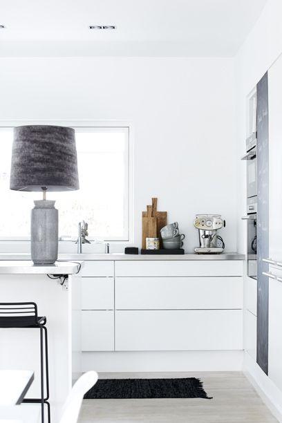 Pour ou contre ? Les suspensions dans la cuisine...Des alternatives tout aussi jolies ! @decocrush - www.decocrush.fr | Louise Wichmann/131016