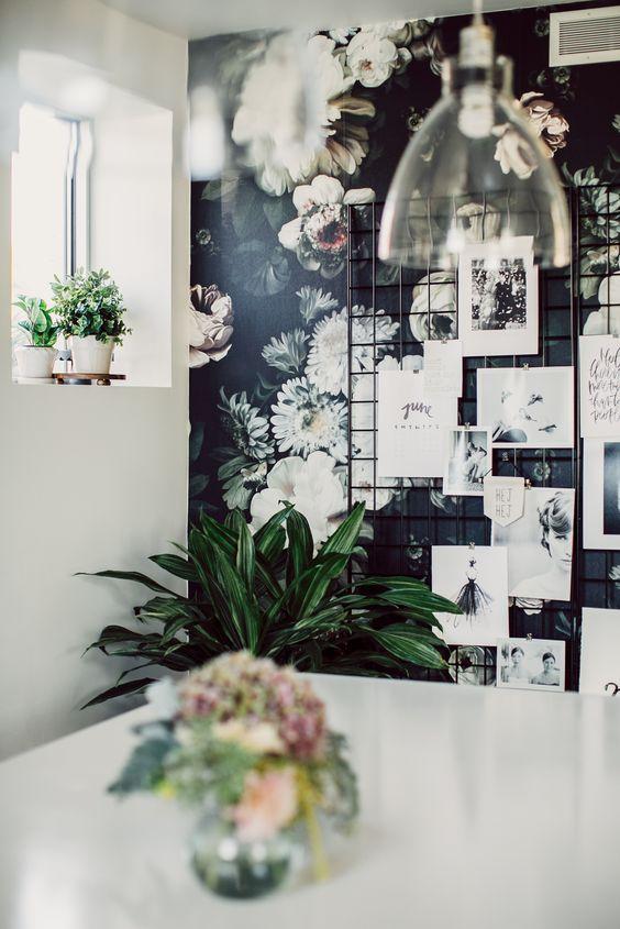 un bureau f minin et l gant gr ce au papier peint. Black Bedroom Furniture Sets. Home Design Ideas