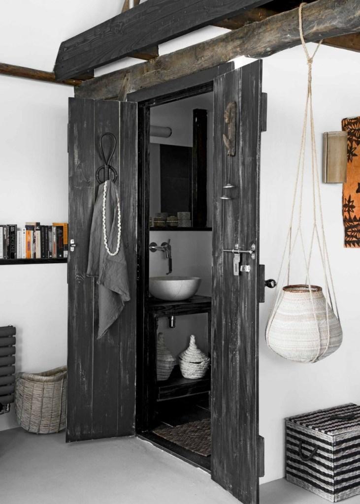 Une ferme hollandaise de 1895 à la décoration ethnique un brin scandinave