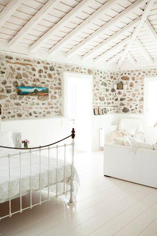 Blanc rustique et matières naturelles