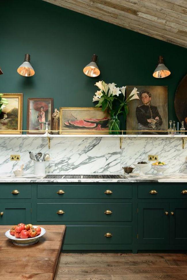 Moody kitchen + art love !
