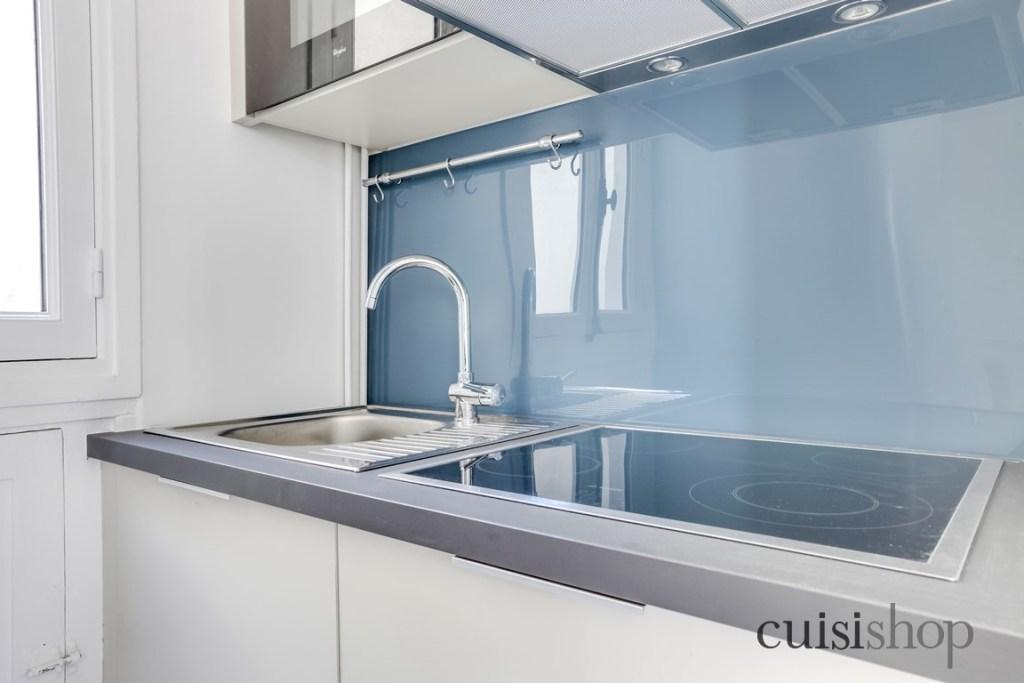 Jolie cr dence en verre bleu pour une touche d co tr s for Credence moderne pour cuisine