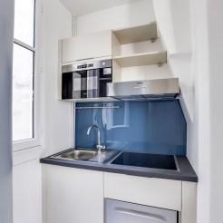 Jolie petite cuisine intégrée et colorée très pratique (@cuisishop)