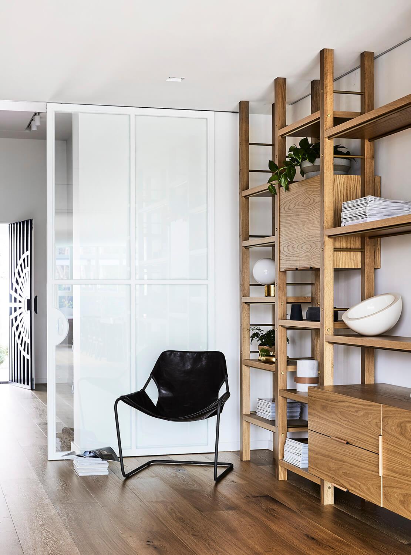 Une maison moderne australienne qui va vous faire aimer ce trio de teintes sur www.decocrush.fr - @decocrush
