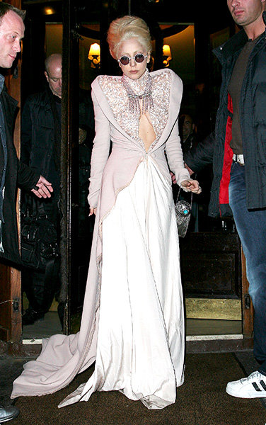 20dec2010-grammys-lady-gaga-outrageous-fashion-600