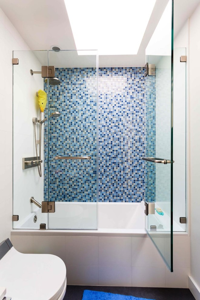 Modernly Awesome Glass Doors For Bathtub To Be Stunned By Decohoms