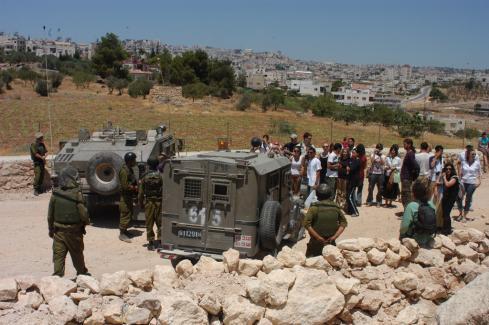 palestinians-and-internationals-blocked.jpg