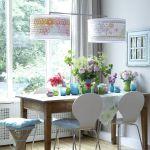Casas modernas con flores y vidrio de color