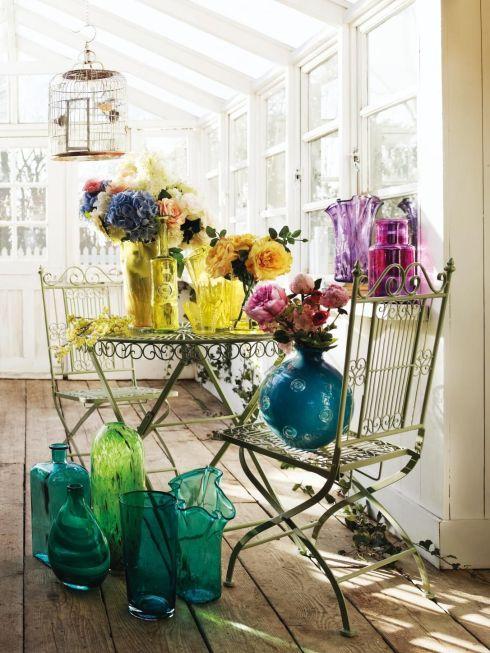 decorar con flores y vidrio reciclado 3