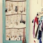 Ideas para hacer un colgador de collares de pared decorando