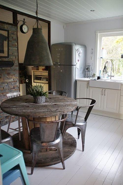 Mesas de bobinas de cable... ¡Las mesas recicladas más originales!  5