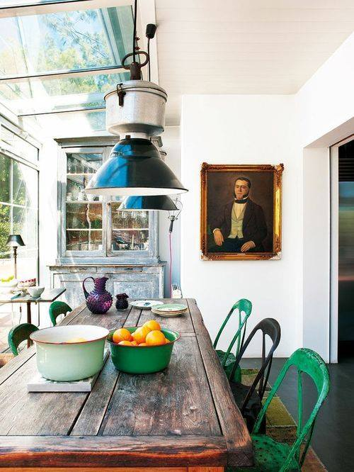 Últimas tendencias en decoración comedores vintage con sillas mix and match 10