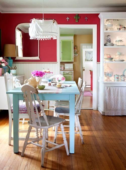 Últimas tendencias en decoración comedores vintage con sillas mix and match 3