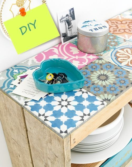 Hacer muebles con palets ¡éste con baldosa geométrica es espectacular! 1