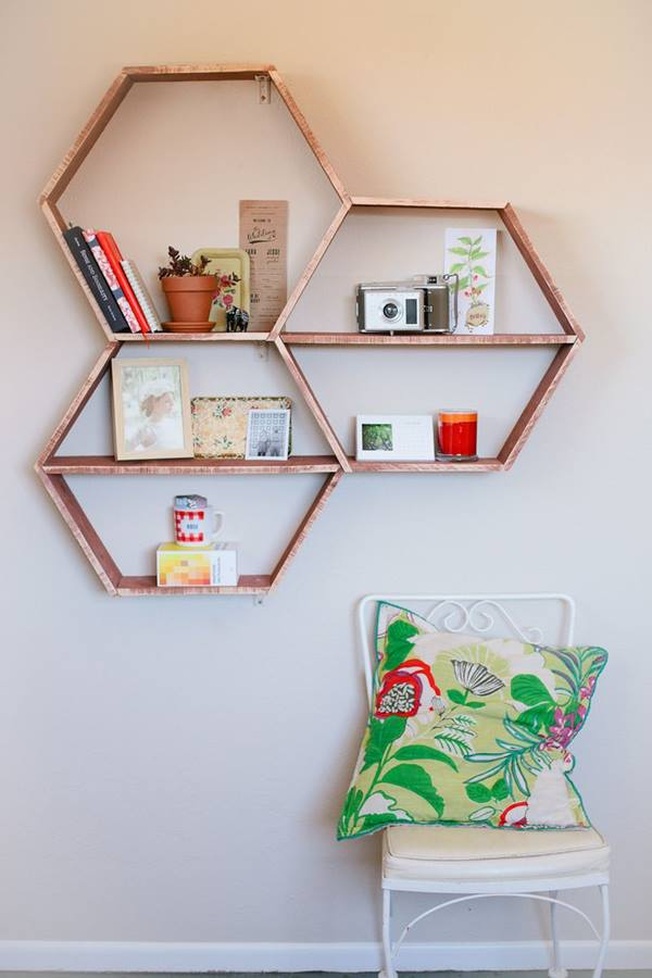 Decoración retro con estanterías de pared en forma de hexágono 5