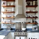 Estanterías de madera baratas con escuadras para cocinas con encanto 1