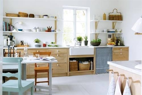 Estanterías de madera baratas con escuadras para cocinas con encanto 3