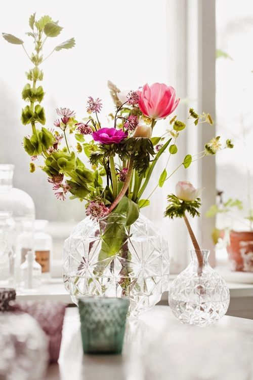 Jarrones con flores para decoraci n de interiores - Decoracion de jarrones de cristal ...