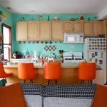 Una casa con decoración retro llena de detalles sorprendentes